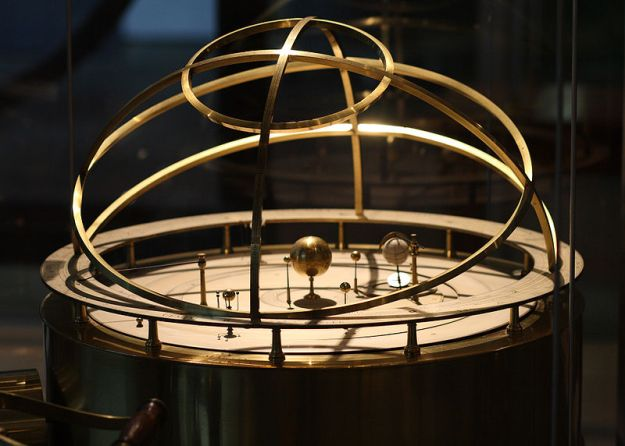 An example of an orrery. Image: Sage Ross, via Wikimedia Commons.